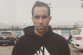 """[FOTO] Claudio Bravo bromeó con su """"arresto"""" en Estados Unidos"""