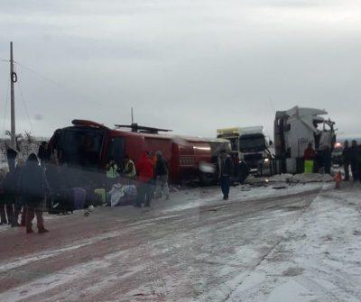 Accidente, choque, bus, camión, Punta Arenas, Puerto Natales, dos muertos, Carnaval de Invierno