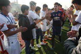 """¡Aplausos para los chicos! Colo Colo le hizo pasillo de honor a la """"U"""" y se llenó de elogios"""