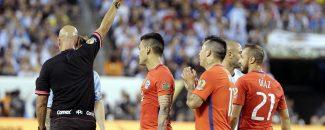 """¡Bomba selección! Gary Medel y Arturo Vidal habría pedido que no volviera """"el sapo"""" del camarín de La Roja"""