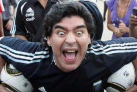 [FOTOS] Diego Armando Maradona vuelve a llamar la atención ahora en el Francia vs Argentina