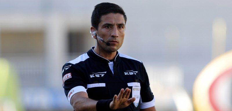 """¡De nuevo en la polémica! Eduardo Gamboa se llevó las críticas de los hinchas de Cobreloa por """"favorecer"""" a la """"U"""""""