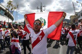"""[VIDEO] Hinchas peruanos se niegan a dejar Rusia: """"Teníamos la esperanza de ver a Perú en la final"""""""