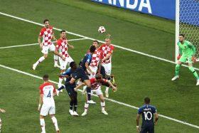 [VIDEO] ¡El menos indicado! Mario Mandzukic anotó el primer autogol en la historia de las finales mundiales