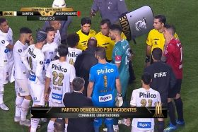 Julio Bascuñán, bengalas, Copa Libertadores, Santos e Independiente, suspendió el partido