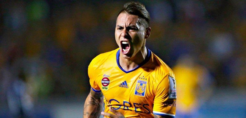 [VIDEO] ¿Aló, Rueda? Eduardo Vargas se descuadró con tres golazos de 'globito' en Tigres