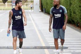 Arturo Vidal, Lionel Messi, Barcelona