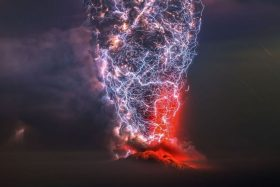 [FOTO] ¡Espectacular! Fotógrafo chileno ganó importante premio internacional con imagen de erupción del Volcán Calbuco