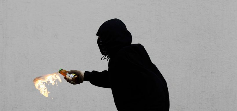 ¡No se puede creer! Carabineros confirmó detención de una profesora que lanzó bombas molotov en su contra