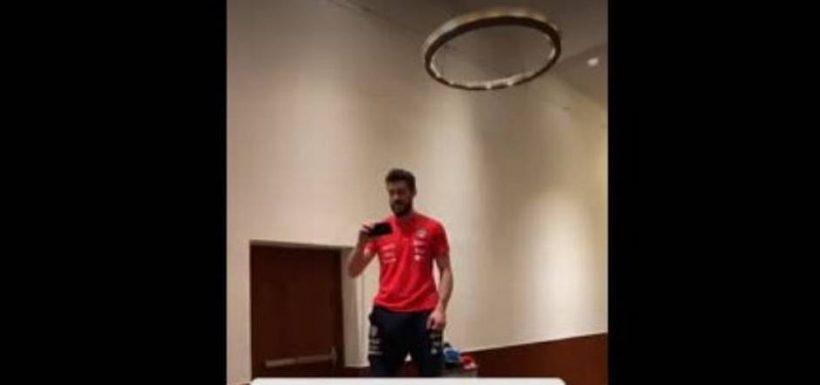 """[VIDEO] ¡Hasta lo pifiaron! Así fue el divertido """"bautizo"""" de Fernando de Paul en 'La Roja'"""
