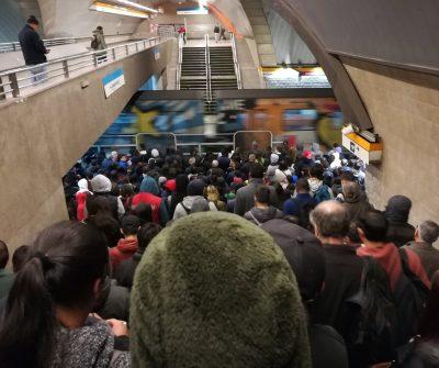 [FOTO] Lo de siempre: Intermodal La Cisterna colapsó y generó caos entre los usuarios de Metro