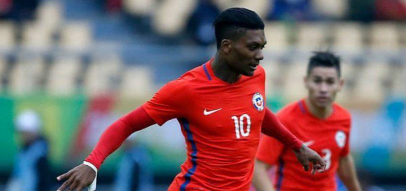 Algunos celebran: Junior Fernandes verá el partido de Chile ante Hondura desde la banca