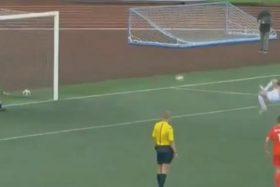 """[VIDEO] ¡Increíble! Jugador ruso anotó el penal """"más complejo"""" de la historia del fútbol mundial"""