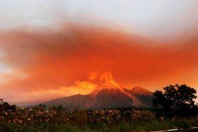 Guatemala evacua a más de 3 mil personas por intensa actividad del Volcán de Fuego