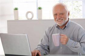 """Descubre la historia detrás del meme de """"Harold"""" y su curiosa expresión de felicidad."""