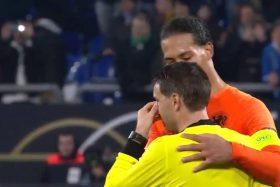 [VIDEO] La triste historia detrás del abrazo entre Van Dijk y el juez del Alemania vs Holanda