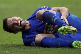 [VIDEO] ¡Lo mataron! Hinchas de Boca reventaron a Fernando Gago por nueva lesión