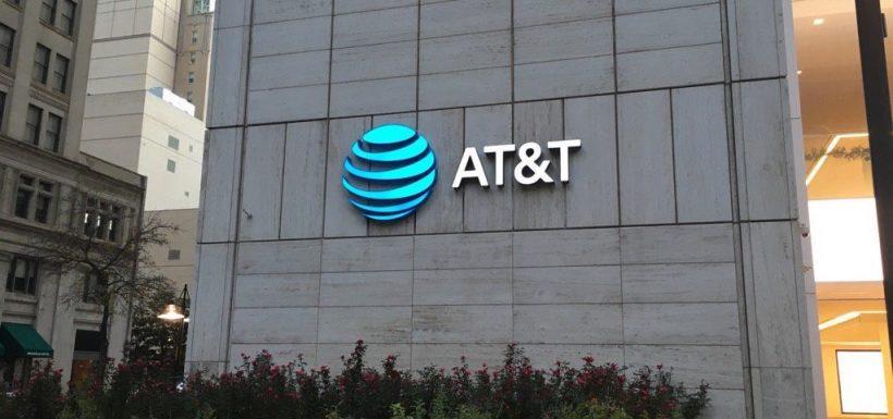 AT&T presenta tres opciones para competir en el mercado del streaming
