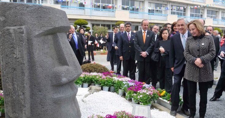 Comisión de Isla de Pascua homenajeó Piñera por repatriar el Moai Hoa Hakananai'a