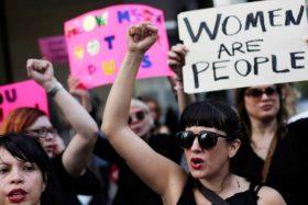 """""""Son pura moda"""": Lectores aseguran que 'ola feminista' solo imita movimientos internacionales"""