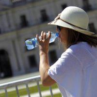 Como reconocer los síntomas de la deshidratación ante la ola de calor que afecta a Chile