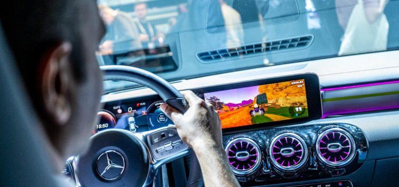 Mercedes-Benz permite jugar videojuegos en sus autos
