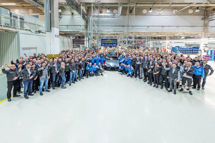 El primer Toyota Supra salió de la línea de producción