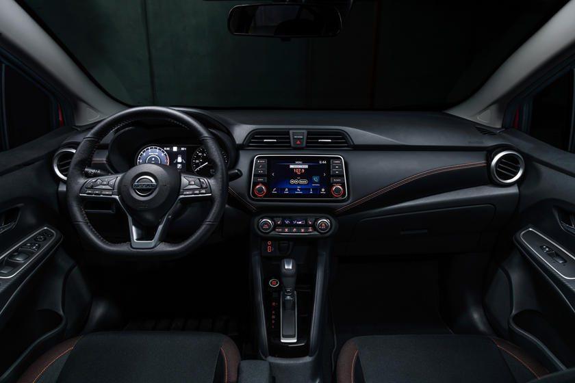 Interior del nuevo Nissan sedán