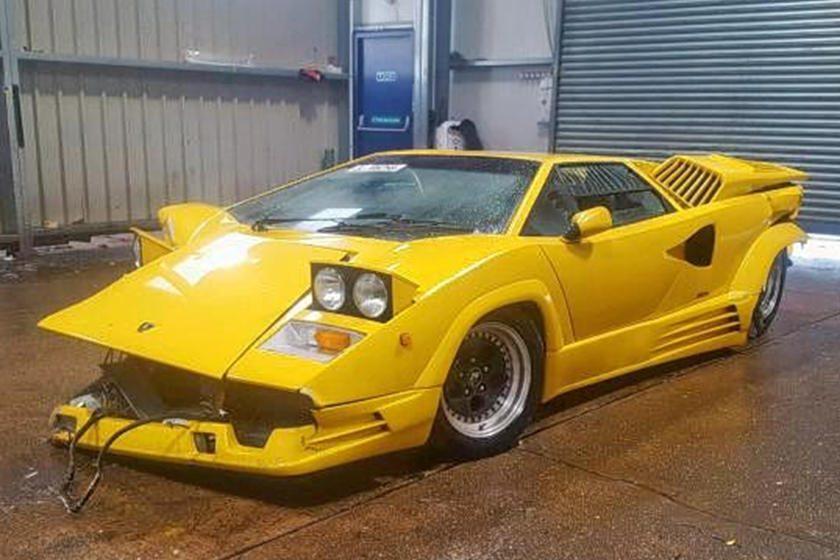 Lamborghini Countach Edición 25 Aniversario choque