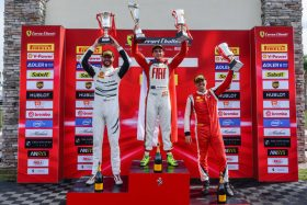 Benjamín Hites terminó primero y tercero en la segunda fecha del Ferrari Challenge