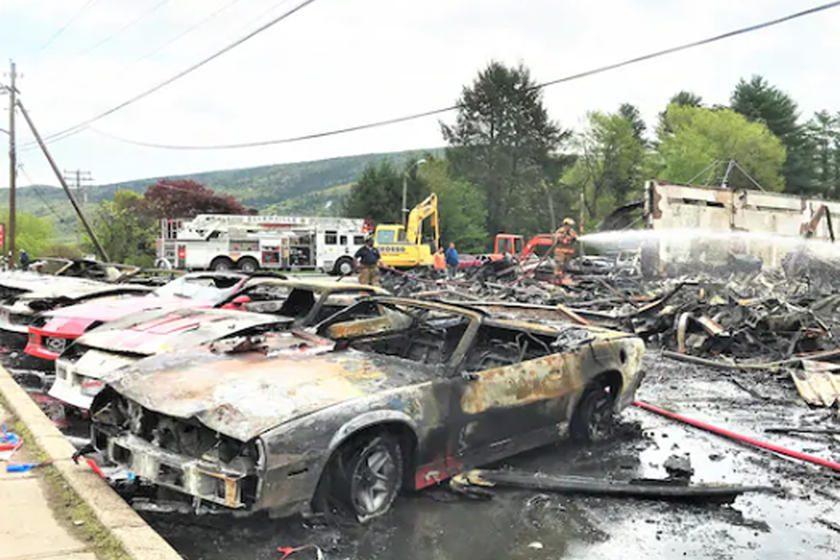 incendio destruyó modelos Corvette y Camaro