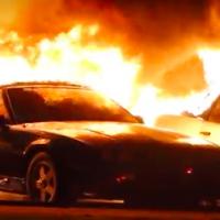 Incendio destruyó decenas de Camaro y Corvette