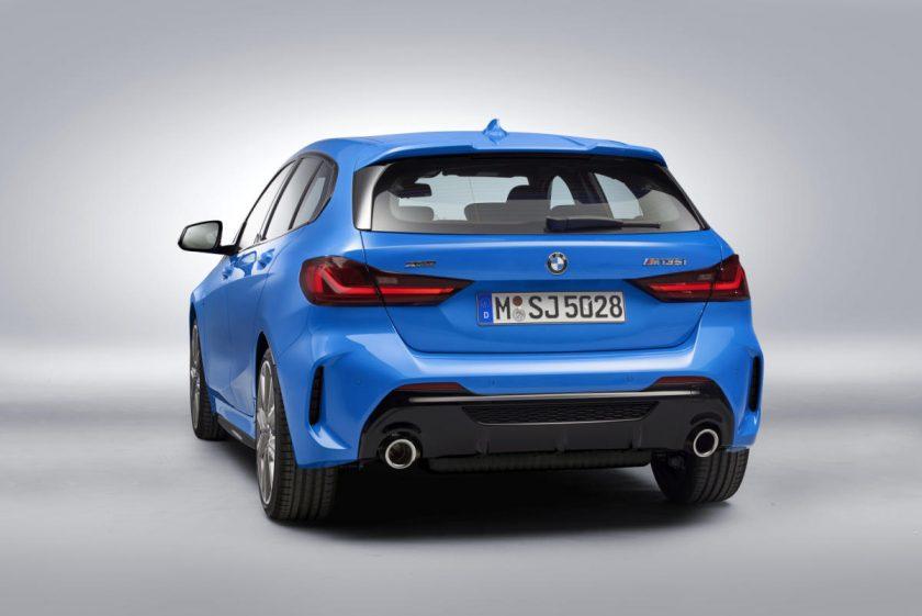 BMW 2020 Serie 1 atrás