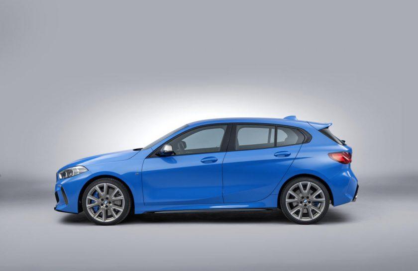 BMW 2020 Serie 1 de lado