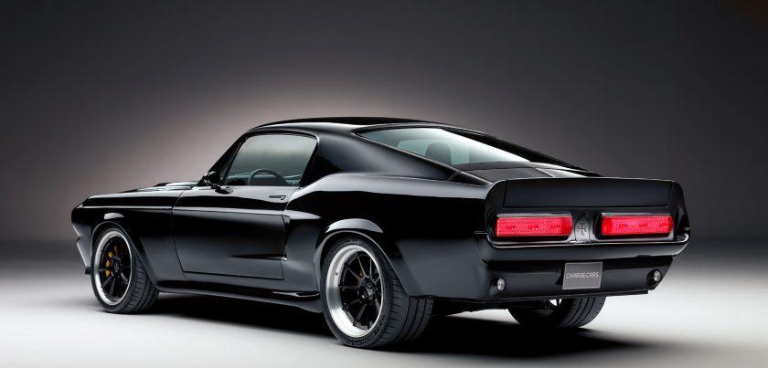 Mustang eléctrico atrás
