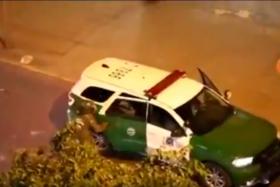 Manifestante se escapa desde patrulla