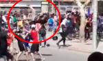 dura caída de un manifestante
