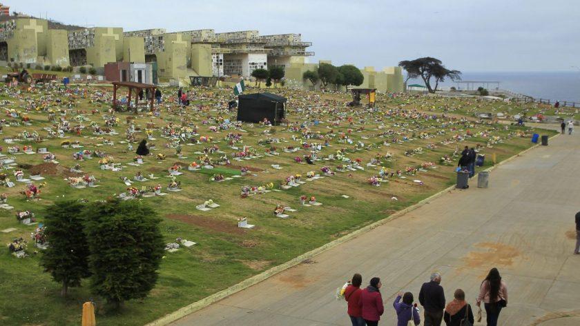 Diputados piden regular los servicios de los cementerios.